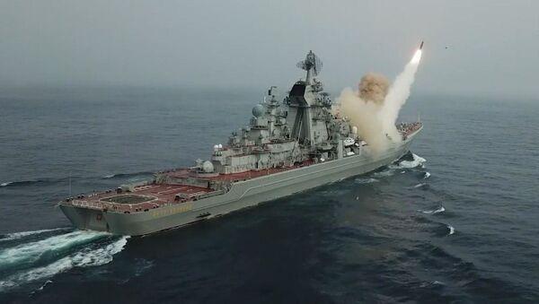 Крейсеры Северного флота провели ракетные и артиллерийские стрельбы - Sputnik Беларусь