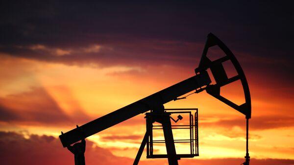 Добыча нефти, архивное фото - Sputnik Беларусь