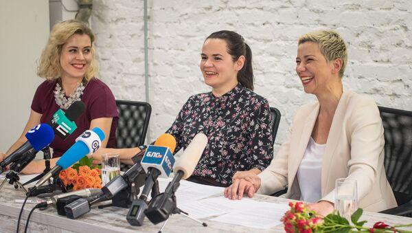 Вероника Цепкало, Светлана Тихановская, Мария Колесникова во время пресс-конференции - Sputnik Беларусь