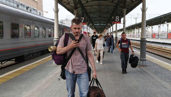 Пассажиры на Белорусском вокзале в Москве - Sputnik Беларусь