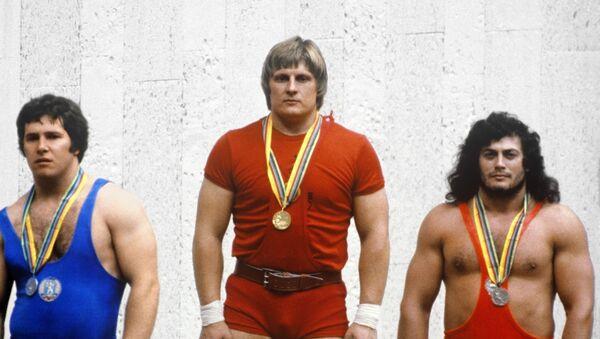 XXII Олимпийские игры. Победители соревнований по тяжелой атлетике - Sputnik Беларусь