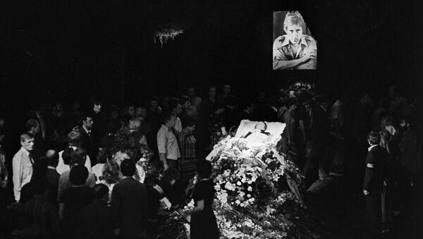 Гражданская панихида и церемония прощания с Владимиром Высоцким в здании Театра на Таганке 28 июля 1980 года - Sputnik Беларусь