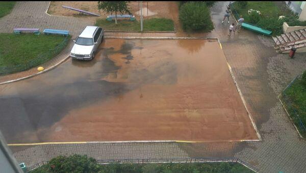 Во время аварии на Мазурова затопило близлежащие дворы - Sputnik Беларусь