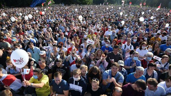 Сторонники Светланы Тихановской собрались на многотысячный митинг в район площади Бангалор - Sputnik Беларусь