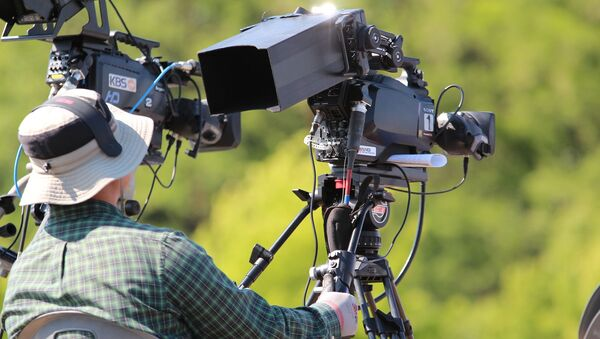 Видеооператор с камерой - Sputnik Беларусь
