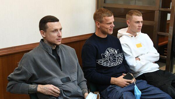 Футболисты Павел Мамаев, Александр Кокорин и Кирилл Кокорин (слева направо) - Sputnik Беларусь