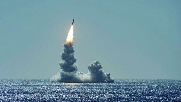 Запуск баллистической ракеты Trident II (D5LE) с подводной лодки USS Maine - Sputnik Беларусь