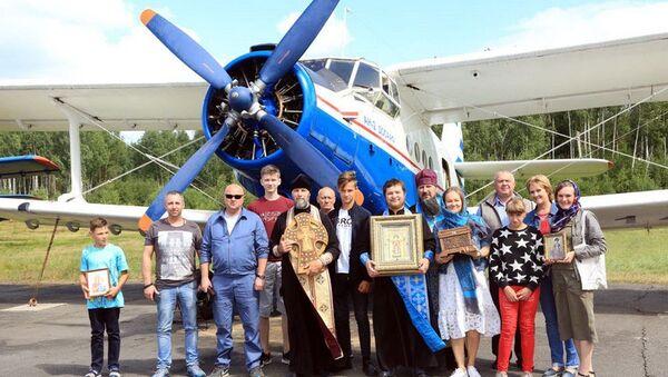Воздушный крестный ход над Бобруйском совершили священники - Sputnik Беларусь