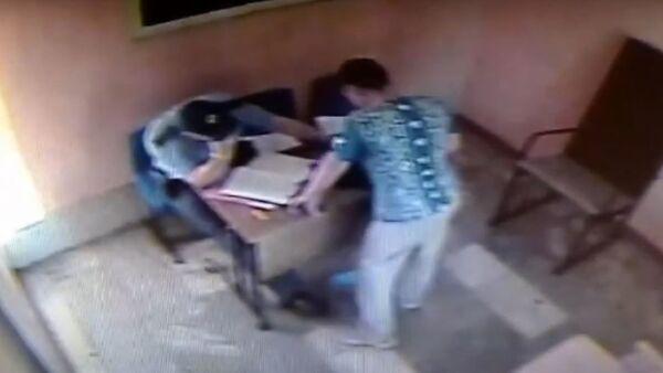 Пьяный гомельчанин подрался с участковым милиционером - Sputnik Беларусь