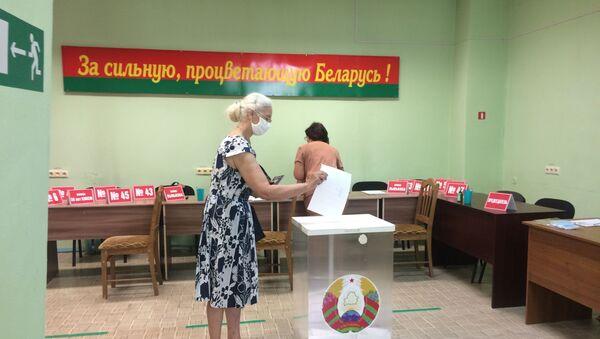 Досрочное голосование на одном из участков Бобруйска идет в обычном режиме - Sputnik Беларусь