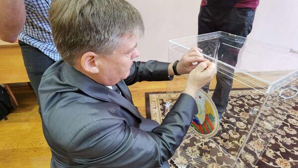Процедура опечатывания урны - Sputnik Беларусь