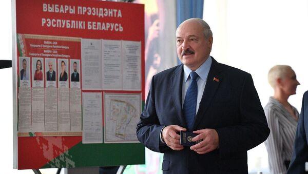 Александр Лукашенко проголосовал на выборах президента Беларуси   - Sputnik Беларусь