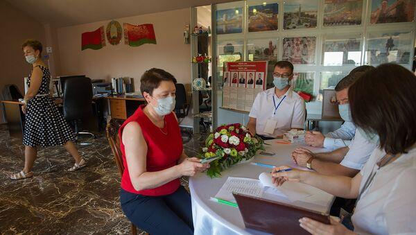 Голосование по выборам президента в посольстве Беларуси в Ереване - Sputnik Беларусь