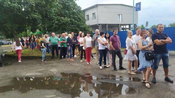 На участке №41 в Бресте стоят огромные очереди - Sputnik Беларусь