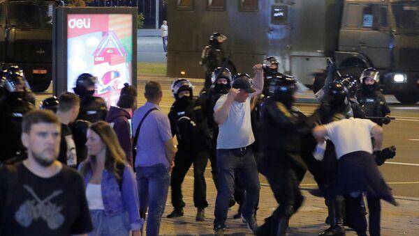 Разгон протестующих в Минске - Sputnik Беларусь
