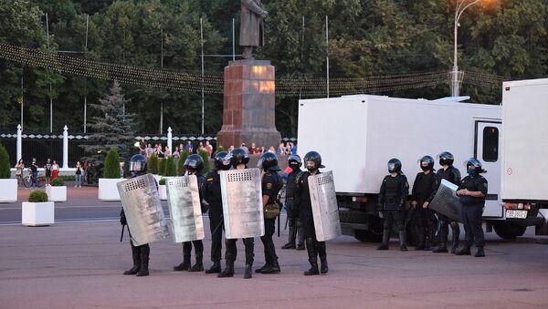 Сотрудники милиции на площади Ленина в Гомеле - Sputnik Беларусь