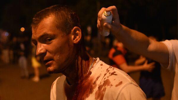 Раненый протестующий во время беспорядков в Минске после президентских выборов - Sputnik Беларусь