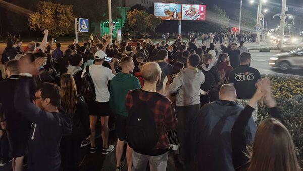 Ночное шествие против насилия в Витебске 13 августа - Sputnik Беларусь