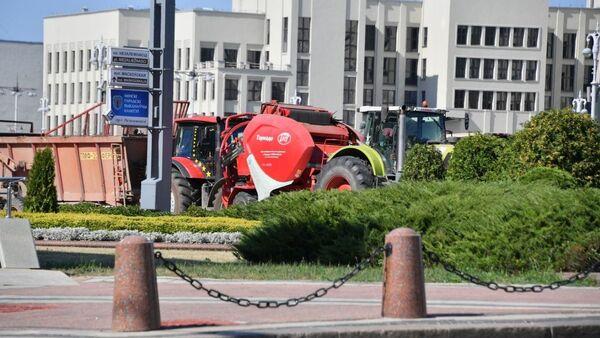 Сельхозтехника на площади Независимости - Sputnik Беларусь