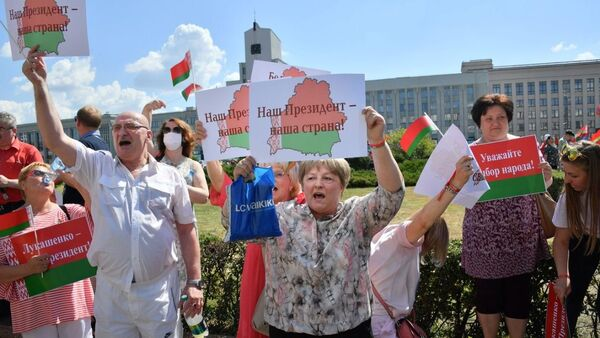 Наглядная агитация на митинге в поддержку действующих властей - Sputnik Беларусь