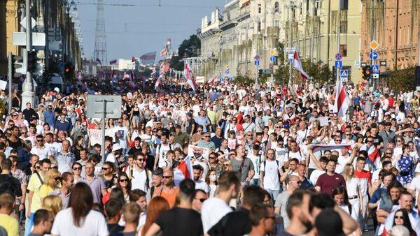 Во время акции протеста в Минске - Sputnik Беларусь