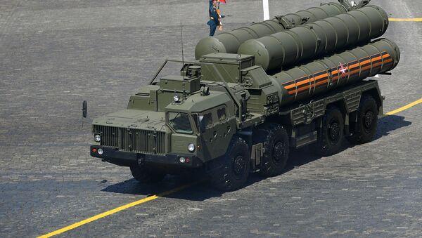 Зенитная ракетная система С-400 во время военного парада на Красной площади в Москве - Sputnik Беларусь