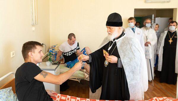 Митрополит Павел посетил пострадавших в БСМП - Sputnik Беларусь