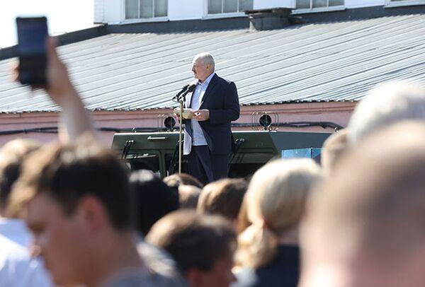 Кризис власти 2020 года случился после выборов 9 августа. Во время посещения МЗКТ Александр Лукашенко говорил о протестах на улицах и забастовках на предприятиях. - Sputnik Беларусь