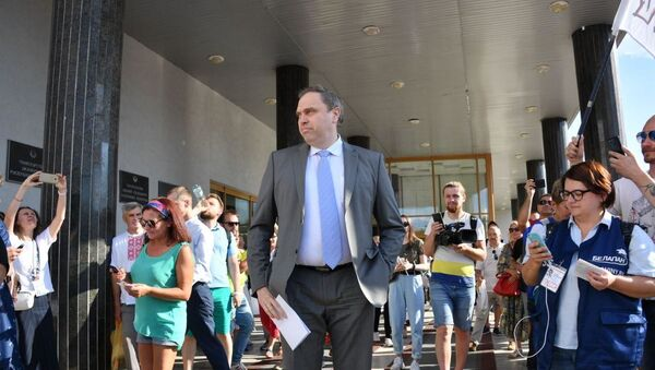 Министр здравоохранения Беларуси Владимир Караник вышел в митингующим 17 августа - Sputnik Беларусь