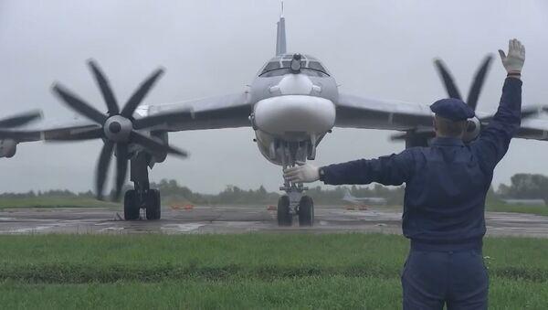Истребители ВВС Японии перехватили российские Ту-95МС - Sputnik Беларусь