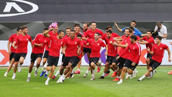 Футболисты испанской Севильи - Sputnik Беларусь