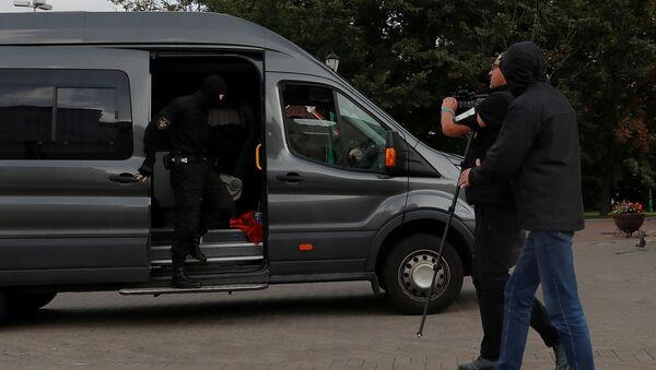 Группу журналистов задержали в центре Минска - Sputnik Беларусь