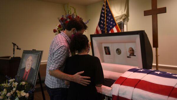 Похороны мужчины, умершего от коронавируса в США - Sputnik Беларусь