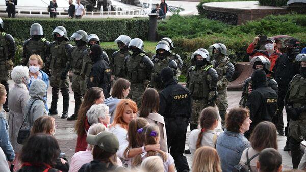 Акция протеста на площади Независимости в Минске - Sputnik Беларусь