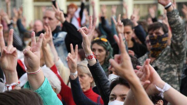 Участники акции протеста в Минске 27 августа - Sputnik Беларусь