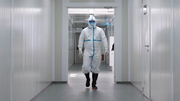 Медицинский работник в больнице, архивное фото - Sputnik Беларусь