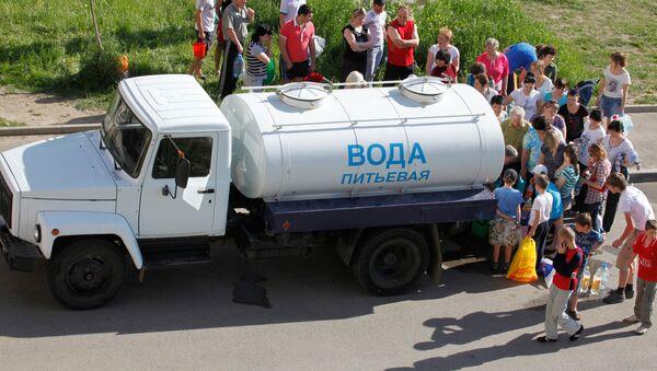 Жители стоят в очереди за водой, архивное фото - Sputnik Беларусь
