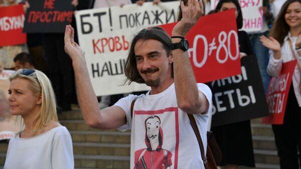 Денис Дудинский на акции протеста 15 августа - Sputnik Беларусь