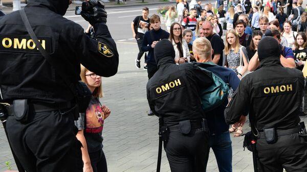 Акция студентов МГЛУ в Минске 1 сентября - Sputnik Беларусь