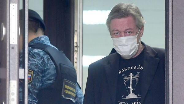 Актер Михаил Ефремов у здания Пресненского суда города Москвы  - Sputnik Беларусь