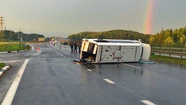 Момент аварии с микроавтобусом под Логойском попал на видео - Sputnik Беларусь