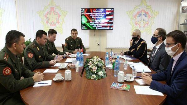 Минобороны Беларуси провело встречу с временным поверенным в делах США - Sputnik Беларусь