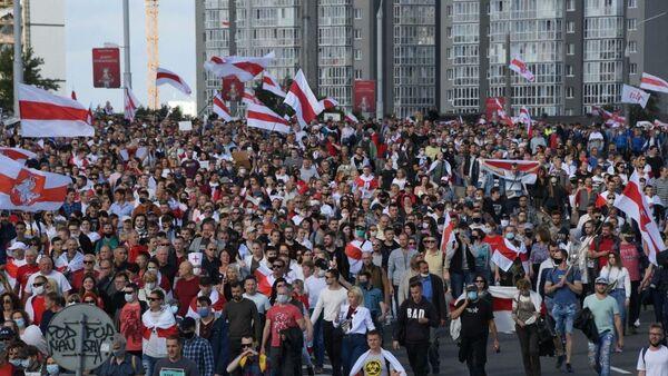 Участники акции протеста в Минске - Sputnik Беларусь