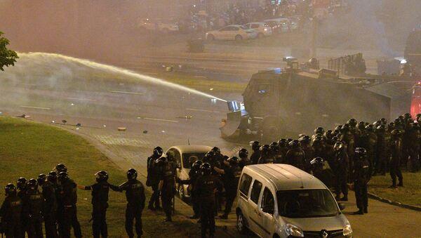 Водометы и оцепление на проспекте Машерова в Минске в день выборов президента - Sputnik Беларусь