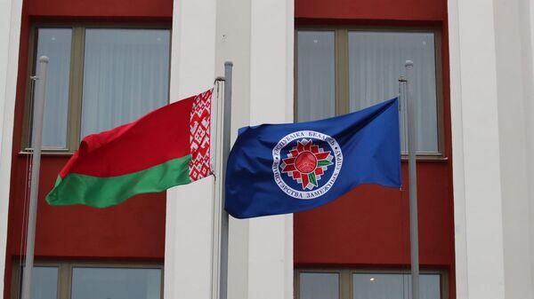 Флаги у здания МИД в Минске - Sputnik Беларусь