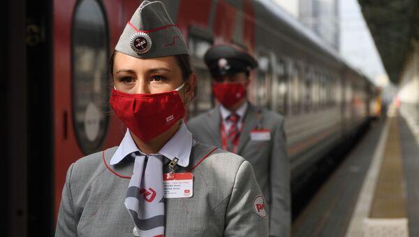 Проводники фирменного поезда Янтарь, прибывающего из Калининграда на Белорусский вокзал в Москве - Sputnik Беларусь