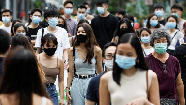 Жители Сингапура в защитных масках - Sputnik Беларусь
