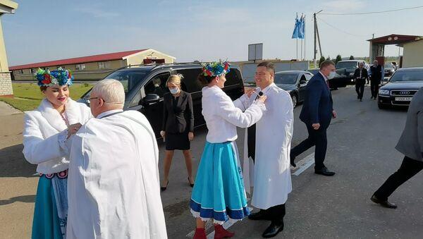 Визит делегации Псковской области в агрогородок Мазолово - Sputnik Беларусь