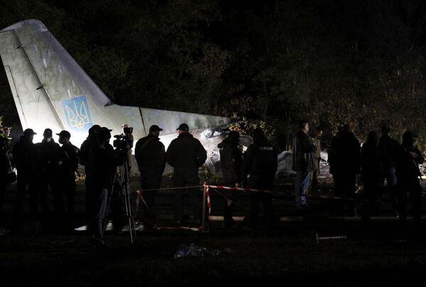 Зеленский поручил также обеспечить лечение единственного выжившего в авиакатастрофе курсанта. - Sputnik Беларусь