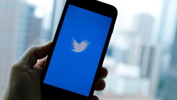 Приложение Twitter на телефоне - Sputnik Беларусь